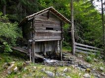 Водяная мельница аккуратное Gartl Wasserfall в Австрии стоковое изображение rf