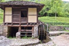 Водяная мельница и вызванное колесо воды, Стоковая Фотография