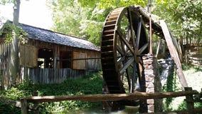 Водяная мельница на ярмарочных площадях горы Georgia в Hiawasse Georgia стоковые фотографии rf