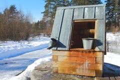 Водяная скважина деревни в зиме Стоковая Фотография