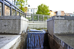 Водяной канал на острове мельницы - реке Brda в Bydgoszcz - Польше Стоковые Изображения