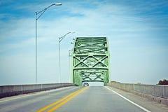 вперед зеленый цвет моста Стоковая Фотография RF