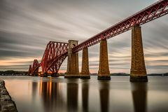 Вперед железнодорожный мост в Эдинбурге, Великобритании стоковые изображения rf