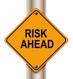 вперед знак риска Стоковые Фотографии RF