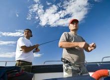 вперед рыболовы смотря море Стоковые Изображения