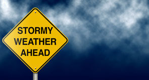 вперед штормовая погода дорожного знака Стоковые Изображения RF