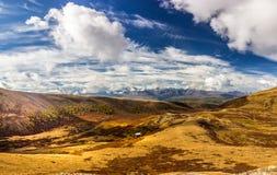 Впечатляющее landcape осени в горах Стоковые Изображения RF