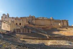 Впечатляющие ландшафт и городской пейзаж на янтарном форте, известном назначении перемещения в Джайпуре, Раджастхане, Индии Широк стоковое фото rf