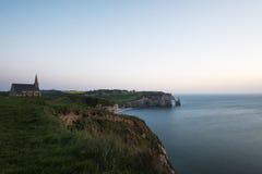 Впечатляющие скалы Etretat в Нормандии, Франции Стоковые Изображения RF