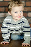 вползать младенца счастливый Стоковое фото RF