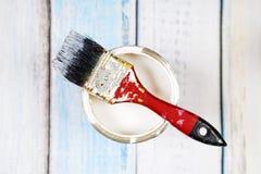 Вполне голубых зубцов и кистей краски на ем Стоковые Фото