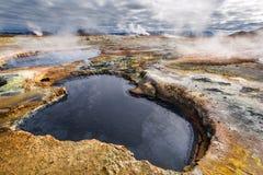 Вполне зоны серы и пара геотермической, Исландия Стоковая Фотография
