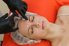 Впрыски красоты Медицинские процедуры в салоне спа стоковое фото
