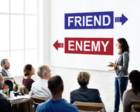 Враг друга напротив концепции выбора дилеммы противника Стоковые Изображения