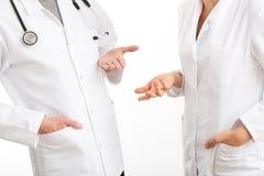 2 врача во время совета Стоковое фото RF
