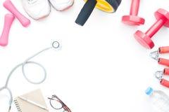 Врачуйте аксессуары ` s, eyeglasses и оборудования спорта на белом b Стоковое Изображение RF