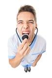 Врачуйте кричать в stethoscop Стоковое фото RF