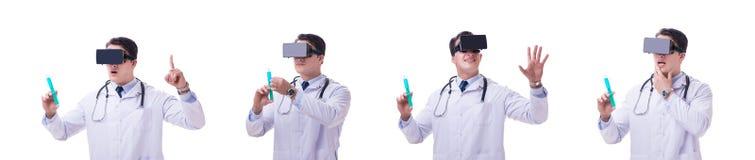 Врачуйте носить шлемофон виртуальной реальности vr изолированный на белом ба стоковые изображения rf