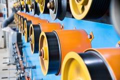Вращая прорезиновые колеса машины замотки Стоковые Фотографии RF