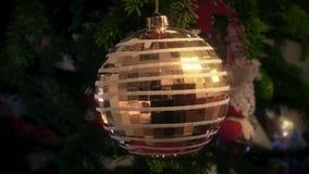 Вращая шарик рождества сток-видео