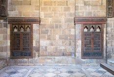 Врезанные деревянные богато украшенные кухонные шкафы, Beit El Harrawi, старый Каир, Египет Стоковое фото RF
