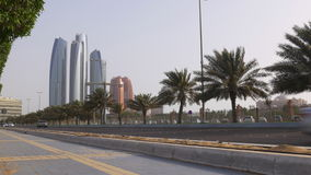 Времени дня захода солнца дорога 4k ОАЭ движения Абу-Даби светлого beay акции видеоматериалы