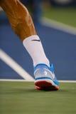 17 времен чемпион Роджер Federer грэнд слэм носит изготовленную на заказ теннисную обувь Найк во время спички на США раскрывают 2 Стоковая Фотография