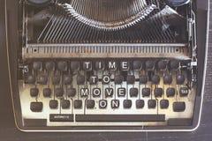 Время двинуть дальше Мотивационное сообщение Стоковое фото RF
