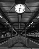 Время в космическом времени в вокзале стоковое изображение
