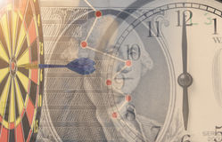 Время деньги Будильник двойной экспозиции и деньги доллара Стоковое Фото