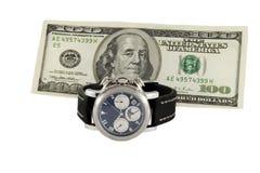 Время деньги Вахта и 100 долларов Стоковые Фотографии RF