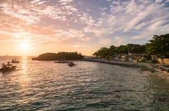 Время захода солнца в острове Malapascua Небо захода солнца красочное стоковая фотография