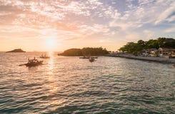 Время захода солнца в острове Malapascua Небо захода солнца красочное стоковое изображение rf
