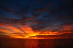 Время захода солнца и восхода солнца, предпосылка природы и пустая зона для текста, чувствуя влюбленность или романтичная предпос Стоковое Фото