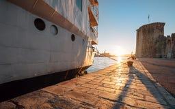 Время захода солнца на Адриатическом море в старой гавани Стоковое фото RF
