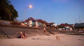 Время захода солнца на пляже острова Бали Стоковое Изображение RF