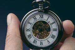 Время идущее или уверенное к успеху в concep крайнего срока дела стоковые изображения
