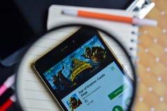 Время империй: Рокируйте осаду App с увеличивать на экране Smartphone стоковые изображения