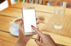 Время кофе с умным телефоном Стоковое Изображение RF