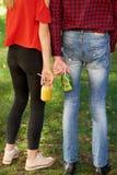 Время к вытрезвителю Молодость с коктеилями фруктового сока Стоковая Фотография RF
