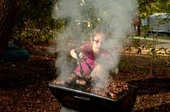 Время маленькой кавказской девушки элементарное варя evapi ‡ Ä на ба Стоковые Фотографии RF