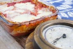 Время обеда с итальянской лазаньей Стоковое Изображение RF