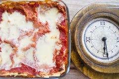 Время обеда с итальянской лазаньей Стоковое фото RF