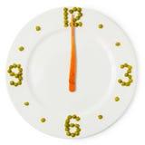 Время обеда, сlock от плиты, моркови и зеленые горохи Стоковая Фотография RF