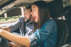 Время перед аварией, испуг, дорожные происшествия, люди управляя, женский водитель Стоковое фото RF