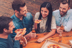 Время пиццы стоковая фотография