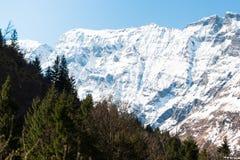 Время предпосылки горы снега весной Стоковое Изображение