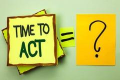 Время сочинительства текста почерка подействовать Крайний срок стратегии момента действия смысла концепции выполняет усилие старт стоковые фото
