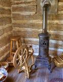 время старой комнаты журнала кабины деревенское закручивая стоковые фото
