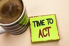 Время текста сочинительства слова подействовать Концепция дела для крайнего срока стратегии момента действия выполняет усилие ста стоковые фотографии rf